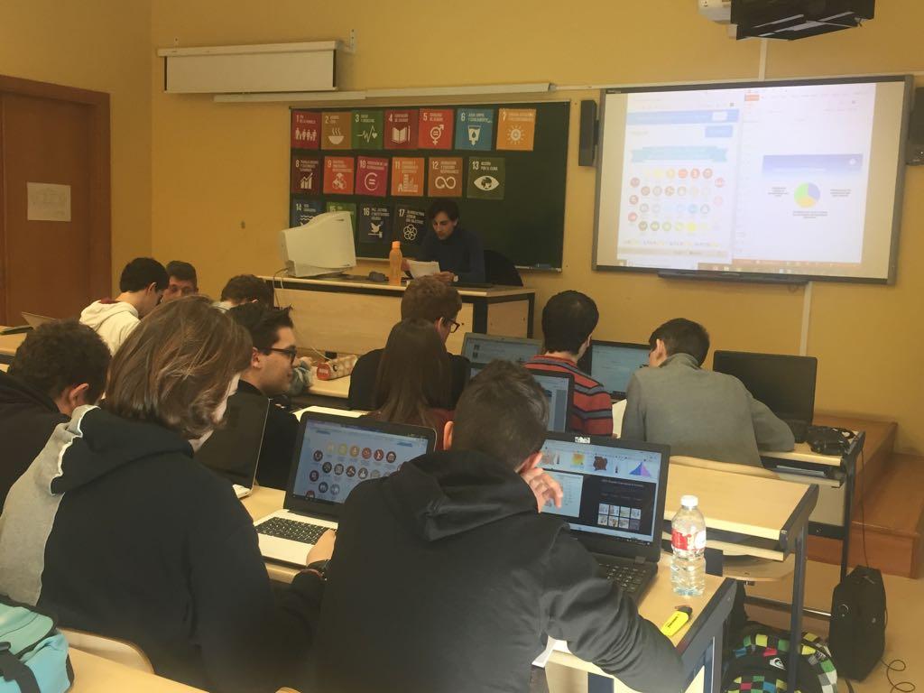 """Estudiantes del Grado en Geografía y Ordenación del Territorio participan en el proyecto """"Las ONGD en las aulas"""""""